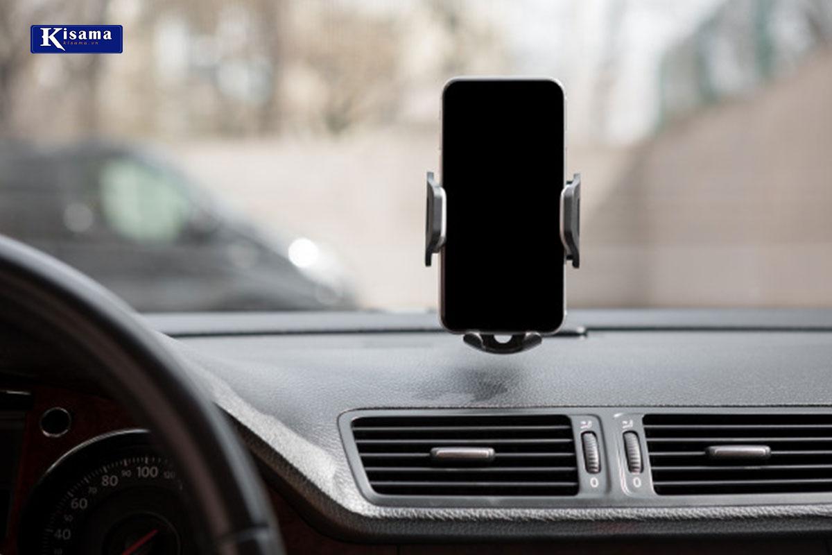 Giá đỡ điện thoại là thiết bị cần thiết cho xe hơi