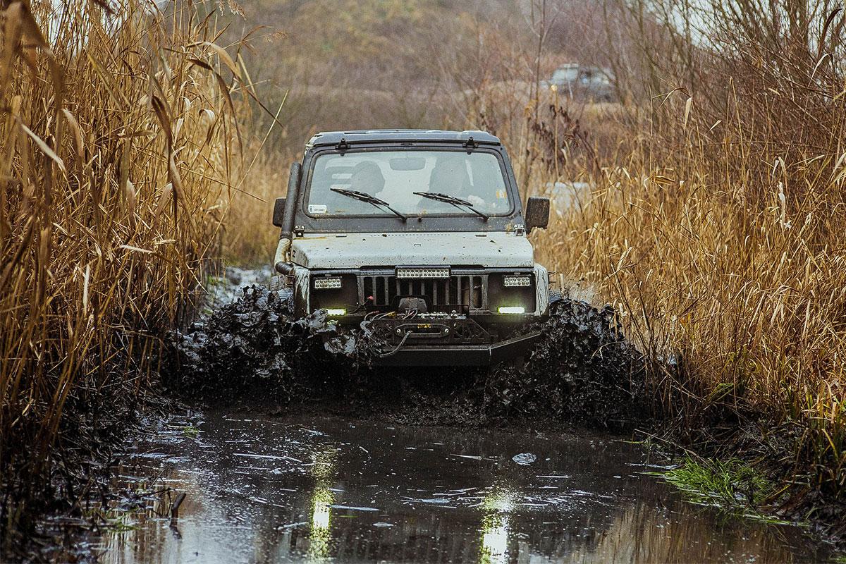 Xe Offroad vượt sình lầy